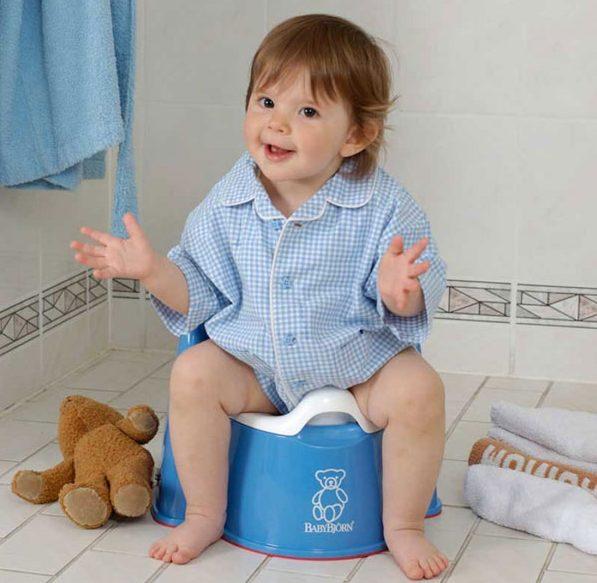 صورة تدريب الطفل على الحمام , طرق تشجيع طفلك على الحمام