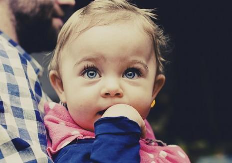 صورة الطفلة الجميلة في المنام , تفسير الحلم بالبنت الحلوه الصغيره