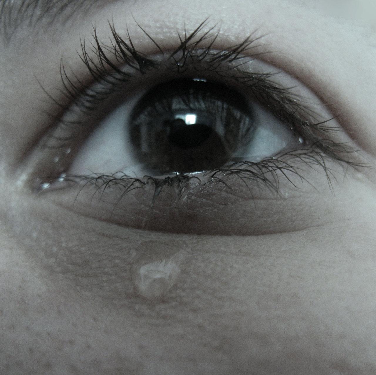 صورة صور عيون حزينه , الحزن و تاثيره على العيون